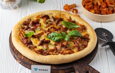 Пицца с лисичками и камамбером