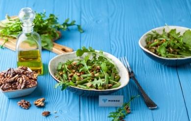 Салат из стручковой фасоли с грецкими орехами