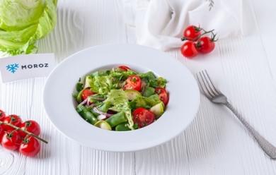 Салат с фасолью романо и маринованными кабачками