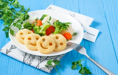 Картофельные улыбки с овощами на пару